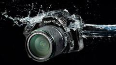 Ecco Pentax K-30, erede della K-r, oltre al nuovo DA 50mm f/1.8