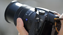 Sony RX10 III: primo contatto e confronto diretto con la Mark II per la bridge superzoom da 600mm