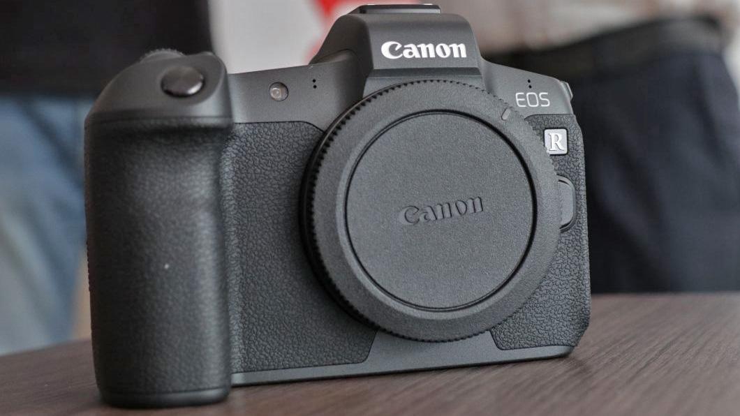 Canon EOS R economica: niente touch bar?
