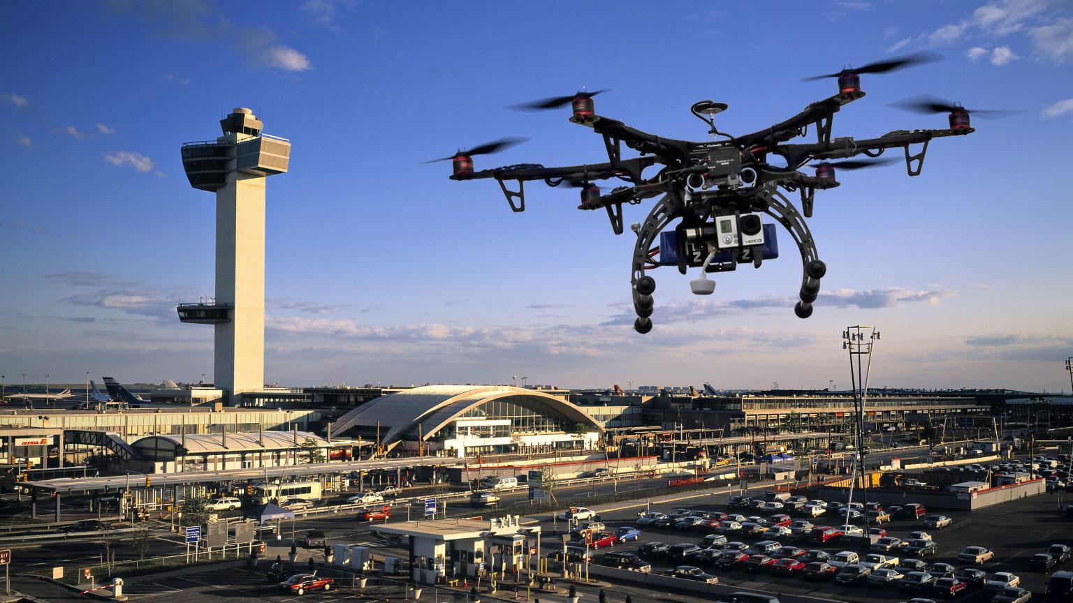 Un Elicottero : Cade un elicottero forse un drone la causa dello schianto