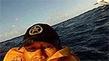 Riprende con GoPro incidente aereo e scatta un selfie mentre l'aereo affonda