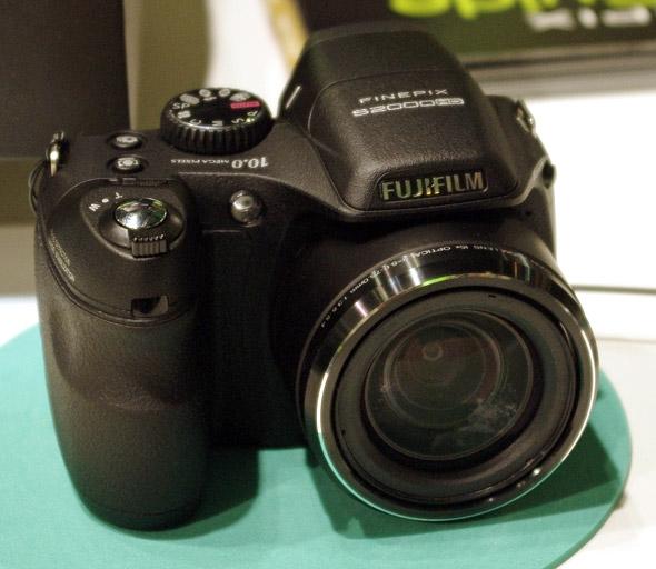 Novit da fujifilm tra cui un ridisegnato super ccd exr for Fujifilm finepix s2000hd prix