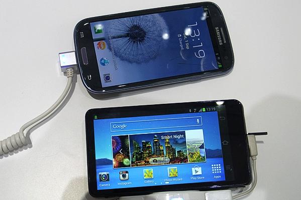samsung galaxy camera siii Samsung Galaxy Camera e Galaxy S III a confronto